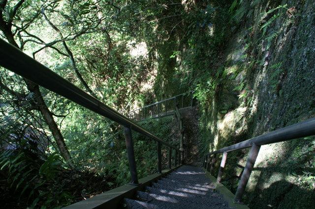 猿渡入口の階段